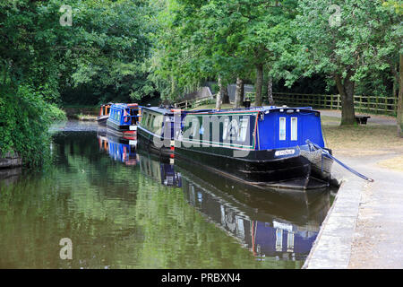 Narrow boats moored on wharf on Llangollen Canal, Trevor Basin, Llangollen - Stock Photo