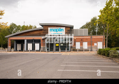 Maplin Electronics Shop - closed down empty store. - Stock Photo