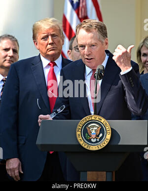 United States Trade Representative Robert Lighthizer, right, makes remarks on the United States Mexico Canada Agreement (USMCA) as US President Donald J. Trump, left, listens in the Rose Garden of the White House in Washington, DC on Monday, October 1, 2018. The President took questions on the agreement and on the Kavanaugh nomination. Credit: Ron Sachs/CNP | usage worldwide - Stock Photo