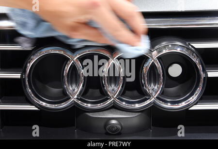 Paris, France. 02nd Oct, 2018. At the Paris International Motor Show, an Audi logo is polished on the 1st press day. From 02.10. to 03.10.2018 the press days will take place at the Paris Motor Show. It will then be open to the public from 04.10. to 14. October. Credit: Uli Deck/dpa/Alamy Live News - Stock Photo