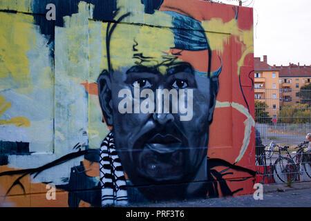 ein Graffity Portrait-Gemaelde erinnert an den von der Polizei als 'Intensivtaeter' gefuehrten Nidal R., der vor etwa einer Woche an diesem Ort erscho - Stock Photo