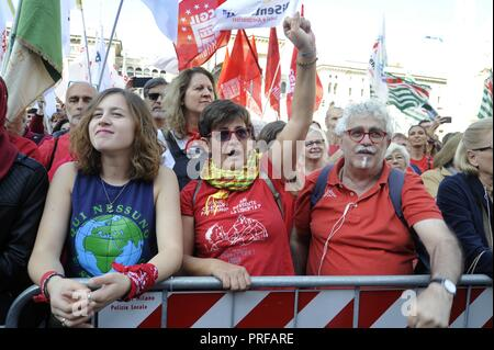 Milan, 30 September 2018, 'Red T-shirt' demonstration, organized by ANPI (National Association of Italian Partisans) and other groups of Civil Society. 25 thousand in Piazza del Duomo with the watchword 'Zero Intolerance' against rising fascism and the security policies of the government and the Minister of the Interior Salvini - Stock Photo
