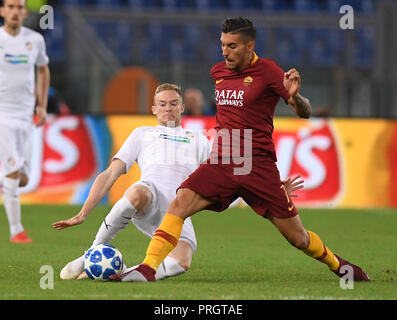 Rome, Italy. 2nd Oct, 2018. Lorenzo Pellegrini (R) of Roma competes during a group G match of UEFA Champions League between Roma and Viktoria Plzen, in Rome, Italy, Oct. 2, 2018. Roma won 5-0. Credit: Alberto Lingria/Xinhua/Alamy Live News - Stock Photo