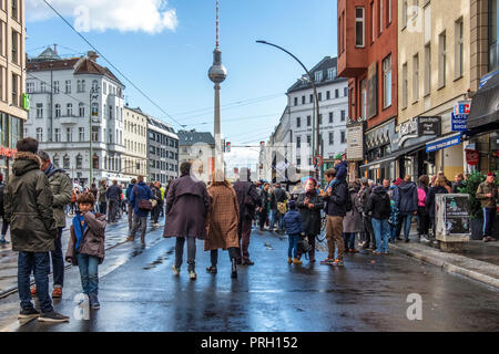 Berlin, Mitte, Germany 3 October 2018. Club scene activists protest against a planned right-wing extremist demonstration on the German Day of Unity. The protesters gathered at Rosenthaler Platz to stage a stationery rave under the slogan 'Dance against the Right' (Tanzen gegen Rechts) The protest was planned to counter the  planned right-wing extremist organization 'Wir für Deutschland (WFD)' march from Hauptbahnhof through the centre of Berlin using the slogan 'Day of the Nation' Credit: Eden Breitz/Alamy Live News - Stock Photo
