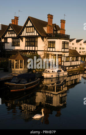Marlow lock at Marlow in Buckinghamshire, Britain - Stock Photo