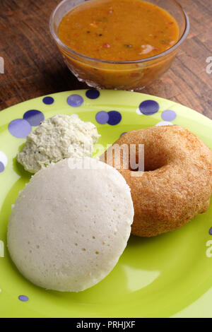 Meduwada & Idli on a green plate with chutney & sambhar - Stock Photo