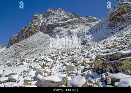 Cho La, a pass in the Himalayas between Gokyo and Everest Base Camp - Stock Photo