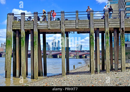 People on a wooden pier on Gabriel's Beach, River Thames at low tide. London, England, UK. - Stock Photo
