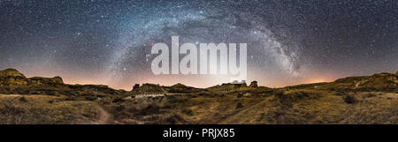 A 360° panorama of the winter sky over Dinosaur Provincial Park, Alberta, on February 28, 2017. The Milky Way arches across the sky from south (left)  - Stock Photo