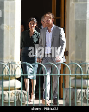 Brighton UK 3rd October 2018 - The Duke and Duchess of Sussex  leave the Royal Pavilion in Brighton today as part of their first visit to the county where they have been to Chichester and Bognor as well as Brighton Credit: Simon Dack/Alamy Live News - Stock Photo