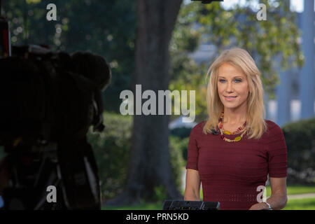 Washington, United States Of America. 03rd Oct, 2018. WASHINGTON, DC: Kellyanne Conway, Counselor to President Donald Trump does a television interview at the White House on October 3, 2018. Credit: Tasos Katopodis/CNP | usage worldwide Credit: dpa/Alamy Live News - Stock Photo