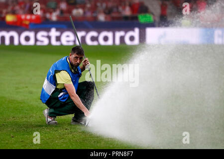 October 3, 2018 - Gardener before the UEFA Champions League football match between Atletico de Madrid and Club Brugge KV (C. Brujas) on October 03th, 2018 at Wanda Metropolitano stadium in Madrid, Spain. Credit: AFP7/ZUMA Wire/Alamy Live News - Stock Photo