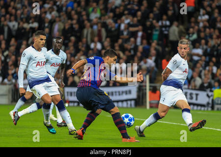 London, UK. 3rd October 2018, Wembley Stadium, London, England; UEFA Champions League, Tottenham v Barcelona ; Luis Suarez (09) of Barcelona crosses the ball  Credit: Mark Cosgrove/News Images - Stock Photo