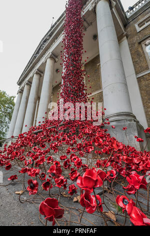 London, UK. 4th October, 2018. Weeping Window by artist Paul Cummins and designer Tom Piper at IWM London. This is the final presentation as part of 14-18 NOW's UK-wide tour of the poppies, and the sculpture will be on site until 18 November 2018. It is the first time it has returned to the capital since it was part of 'Blood Swept Lands and Seas of Red' at the Tower of London in 2014, and represents the culmination of the poppies tour. Credit: Guy Bell/Alamy Live News - Stock Photo