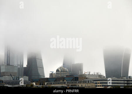 London, UK. 4th October, 2018. A blanket of fog that obscures the skyline of the city of London. Credit: Kevin Frost/Alamy Live News - Stock Photo