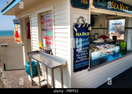 'Sea haze' fresh fish shop on Brighton beach - Stock Photo
