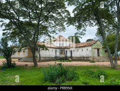 Old portuguese colonial building, Huila Province, Caconda, Angola - Stock Photo