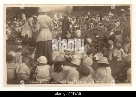 Postcard of Strood School Childrens peace party 4th August 1919, Strood, Rochester, Kent, U.K. - Stock Photo