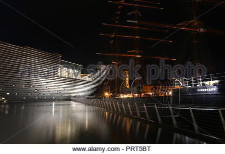 RRS Discovery and V&A Design Museum by night Dundee Scotland September 2018 - Stock Photo