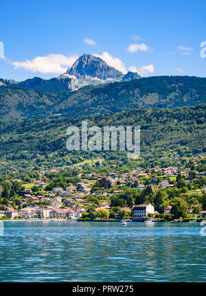 The pretty Lake Geneva waterfront of Evian town, Evian-les-Bains, France - Stock Photo