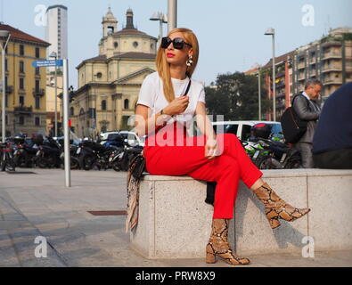 MILAN, Italy: 19 september 2018: FASHION BLOGGER in street style outfit before Alberta Ferretti fashion show during MFW - Stock Photo