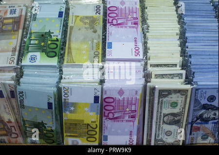 Fake Turkish Lira for sale in an Istanbul market - Stock Photo