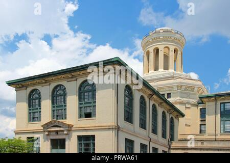 Pittsburgh, Pennsylvania - city in the United States. Old architecture of Carnegie Mellon University. - Stock Photo