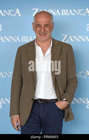 Italy, Rome, 04 October, 2018 : Toni Servillo attends the photocall of the movie 'Zanna Bianca'    Photo © Fabio Mazzarella/Sintesi/Alamy Live News - Stock Photo