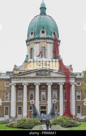 London, UK. 4th Oct 2018. Weeping Window by artist Paul Cummins and designer Tom Piper at IWM London. This is the final presentation as part of 14-18 NOW's UK-wide tour of the poppies, and the sculpture will be on site until 18 November 2018. It is the first time it has returned to the capital since it was part of 'Blood Swept Lands and Seas of Red' at the Tower of London in 2014, and represents the culmination of the poppies tour. Credit: Guy Bell/Alamy Live News - Stock Photo