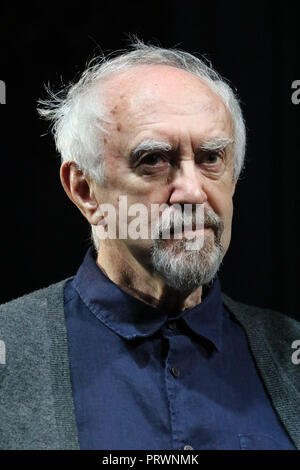 London, UK. 4th Oct 2018. Jonathan Pryce, The Height of The Storm - Photocall, Wyndham's Theatre, London, UK, 04 October 2018, Photo by Richard Goldschmidt Credit: Rich Gold/Alamy Live News - Stock Photo
