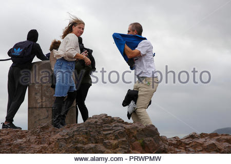 Edinburgh, United Kingdom, 4th October, 2018. Strong winds affecting the summit of Arthur's Seat, Holyrood Park. Credit: Craig Brown/Alamy Live News. - Stock Photo