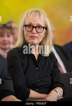 Berlin, Deutschland. 02nd Oct, 2018. Annette HUMPE (Berlin, musician and producer) Honoring and awarding the Order of Merit of the Federal Republic of Germany to citizens by the Federal President at Schloss Bellevue, Berlin, Germany on 02.10.2018. | Usage worldwide Credit: dpa/Alamy Live News - Stock Photo