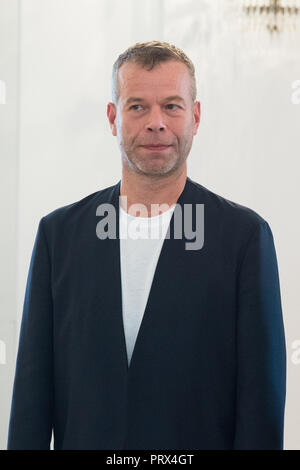 Berlin, Deutschland. 02nd Oct, 2018. Wolfgang TILLMANS (Berlin, photographer). Honoring and awarding the Order of Merit of the Federal Republic of Germany to citizens and citizens by the Federal President at Schloss Bellevue, Berlin, Germany on 02.10.2018. | Usage worldwide Credit: dpa/Alamy Live News - Stock Photo