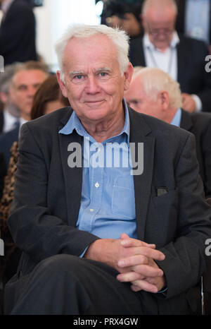 Berlin, Deutschland. 02nd Oct, 2018. Jim RAKETE (Berlin, Photographer) Honoring and awarding of the Order of Merit of the Federal Republic of Germany to citizens and citizens by the Federal President in the Bellevue Palace, Berlin, Germany on 02.10.2018. | Usage worldwide Credit: dpa/Alamy Live News - Stock Photo