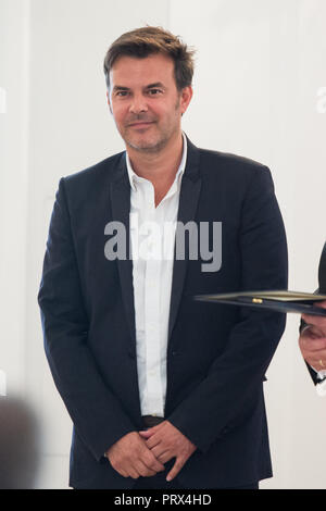 Berlin, Deutschland. 02nd Oct, 2018. Francois OZON (Paris/France, film director). Honoring and awarding the Order of Merit of the Federal Republic of Germany to citizens and citizens by the Federal President at Schloss Bellevue, Berlin, Germany on 02.10.2018. | Usage worldwide Credit: dpa/Alamy Live News - Stock Photo