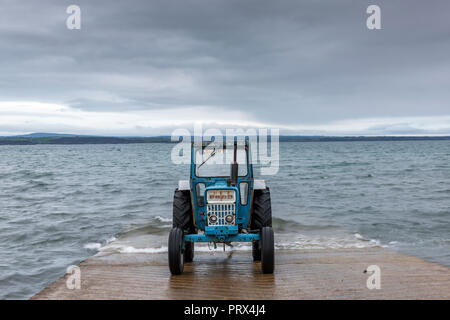 Knockadoon, Cork, Ireland. 05th October, 2018. A tractor parked on the slipway waiting to haul in boats returning from fishing at Knockadoon, Co. Cork, Ireland. Credit: David Creedon/Alamy Live News - Stock Photo
