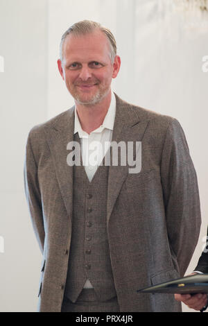Berlin, Deutschland. 02nd Oct, 2018. Thomas OSTERMEIER (Berlin, theater director). Honoring and awarding the Order of Merit of the Federal Republic of Germany to citizens and citizens by the Federal President at Schloss Bellevue, Berlin, Germany on 02.10.2018. | Usage worldwide Credit: dpa/Alamy Live News - Stock Photo