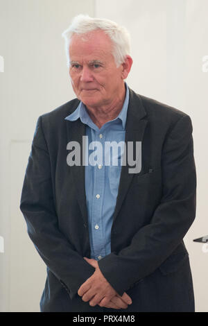 Berlin, Deutschland. 02nd Oct, 2018. Jim RAKETE (Berlin, photographer). Honoring and awarding the Order of Merit of the Federal Republic of Germany to citizens and citizens by the Federal President at Schloss Bellevue, Berlin, Germany on 02.10.2018. | Usage worldwide Credit: dpa/Alamy Live News - Stock Photo