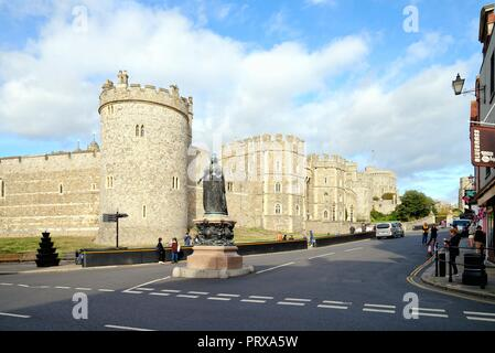 Windsor castle and Queen Victoria Statue  on castle hill Windsor Berkshire England UK - Stock Photo
