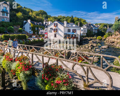 PONT AVEN BRITTANY FRANCE Moulin du Grand Poulguin, landmark café restaurant in centre of Pont-Aven on the Aven river, Brittany, Bretagne, Finistere - Stock Photo