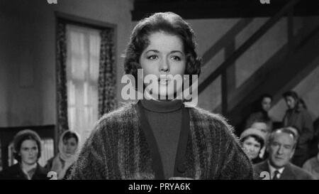 Prod DB © Metro-Goldwyn-Mayer British Studios / DR LE VILLAGE DES DAMNES VILLAGE OF THE DAMNED de Wolf Rilla 1960 GB Barbara Shelley. fantastique; fan - Stock Photo