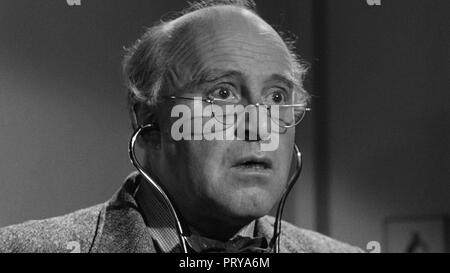 Prod DB © Metro-Goldwyn-Mayer British Studios / DR LE VILLAGE DES DAMNES VILLAGE OF THE DAMNED de Wolf Rilla 1960 GB Laurence Naismith. fantastique; f - Stock Photo
