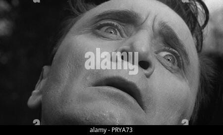 Prod DB © Metro-Goldwyn-Mayer British Studios / DR LE VILLAGE DES DAMNES VILLAGE OF THE DAMNED de Wolf Rilla 1960 GB Thomas Heathcote. fantastique; fa - Stock Photo