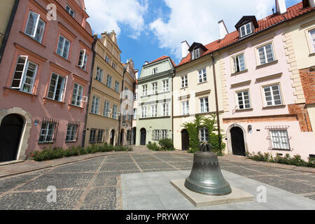 Poland, Warsaw, Old town, bell of Warsaw on Kanonia Square - Stock Photo
