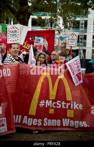 October 4th 2018. Leicester Square, London. Day of action by workers from TGI Fridays, McDonalds Deliveroo and Wetherspoons, supported by TUC and Labo - Stock Photo
