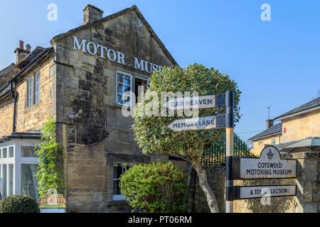Bourton-on-the-Water, Gloucestershire, Cotswolds, UK, Europe - Stock Photo