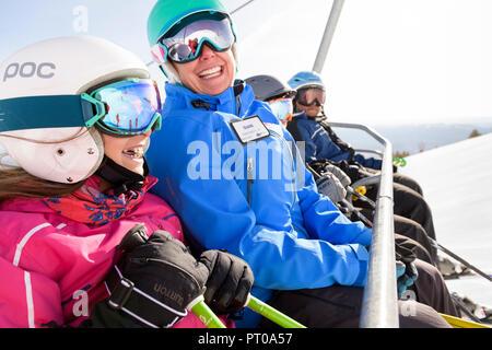 Ski instructor with kids during fun family ski lessons at Mt. Rose Ski Tahoe, the closest Lake Tahoe ski resort to Reno, Nevada, USA. - Stock Photo