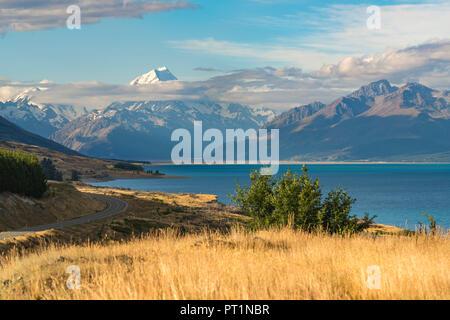 Road alongside Lake Pukaki, looking towards Mt Cook mountain range, Ben Ohau, Mackenzie district, Canterbury region, South Island, New Zealand,