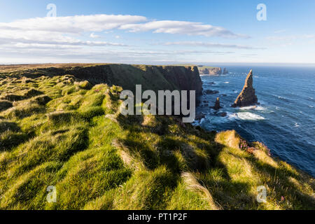 UK, Scotland, Caithness, Coast of Duncansby Head, Duncansby Stacks - Stock Photo