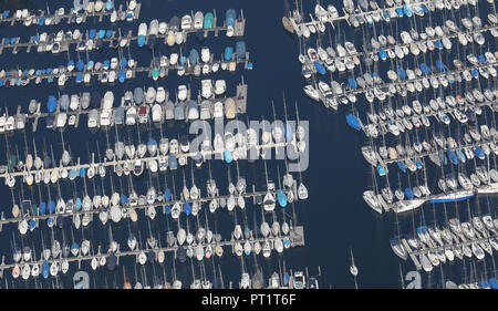 05 October 2018, Baden-Wuerttemberg, Langenargen: Boats lie in the sunshine in the marina of Langenargen at Lake Constance. Photo: Thomas Warnack/dpa - Stock Photo